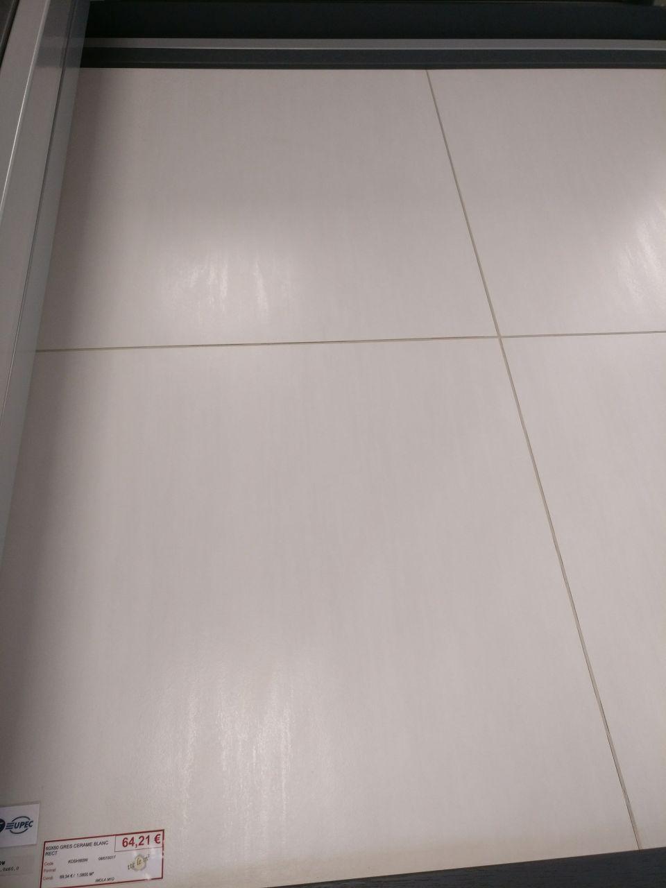 Carrelage grès cérame blanc chez Aubade