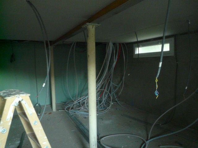 Le sous-sol avec le plafond