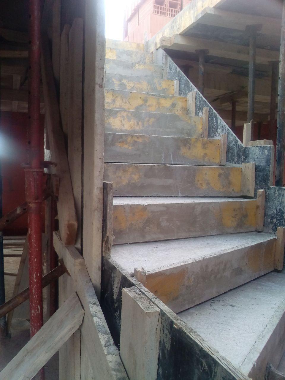 Dalle supérieure et escalier