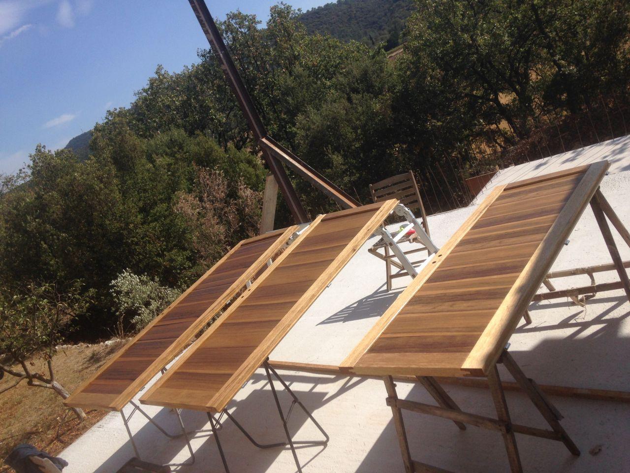 Nous avons l'impression que notre maison avance un peu ... on traite nos portes d'intérieur qui sont en bois fraké de la menuiserie d'oraison dans les alpes de haute provence ! J'ADORE !