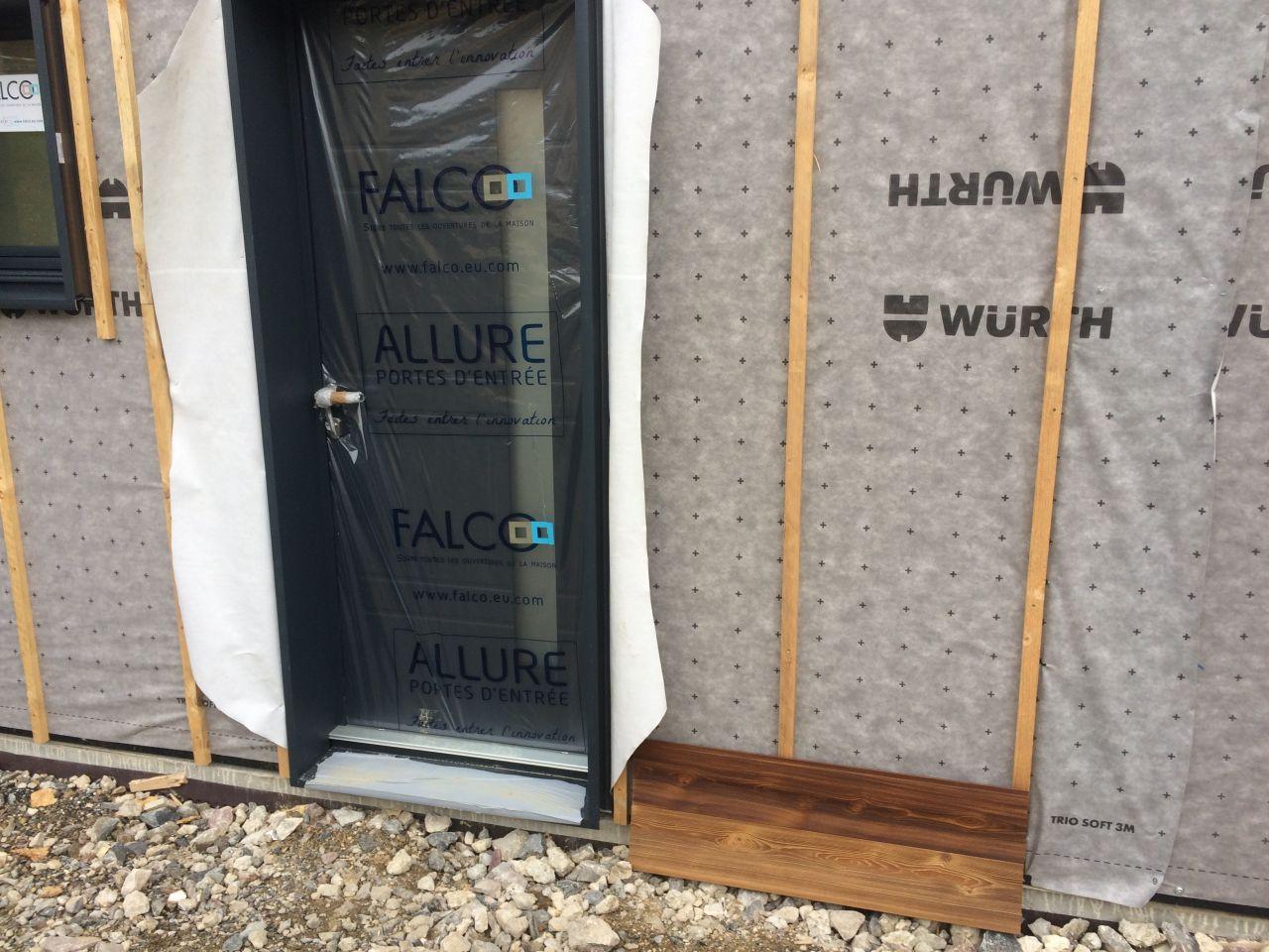 Porte d'entrée et choix bardage