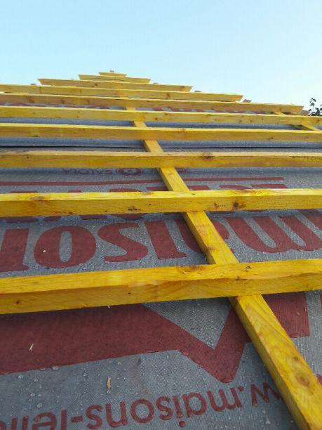 Charpente industrielle du toit 4 pans principal. Ecran sous couverture