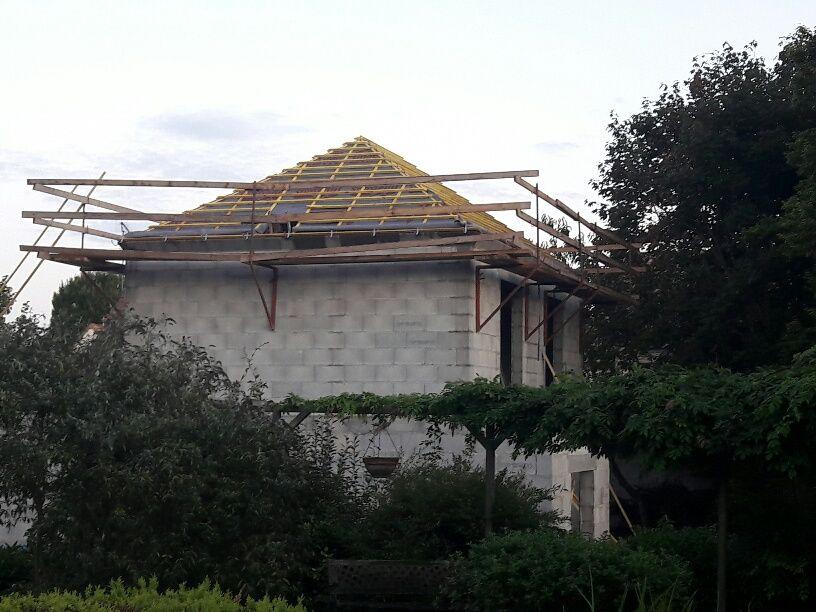Charpente industrielle du toit 4 pans principal.