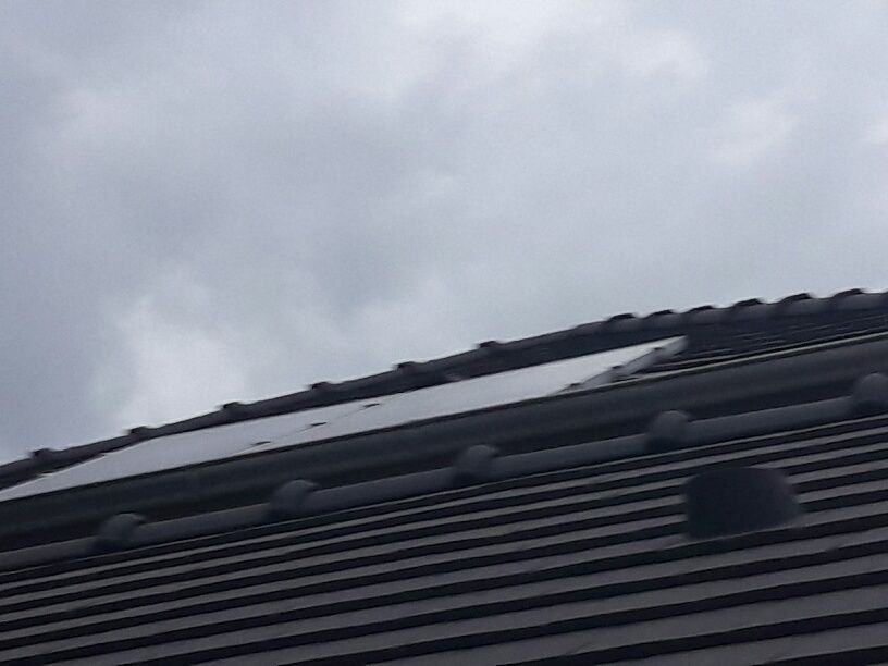 Panneaux solaires photo voltaïque intégrés à la toiture