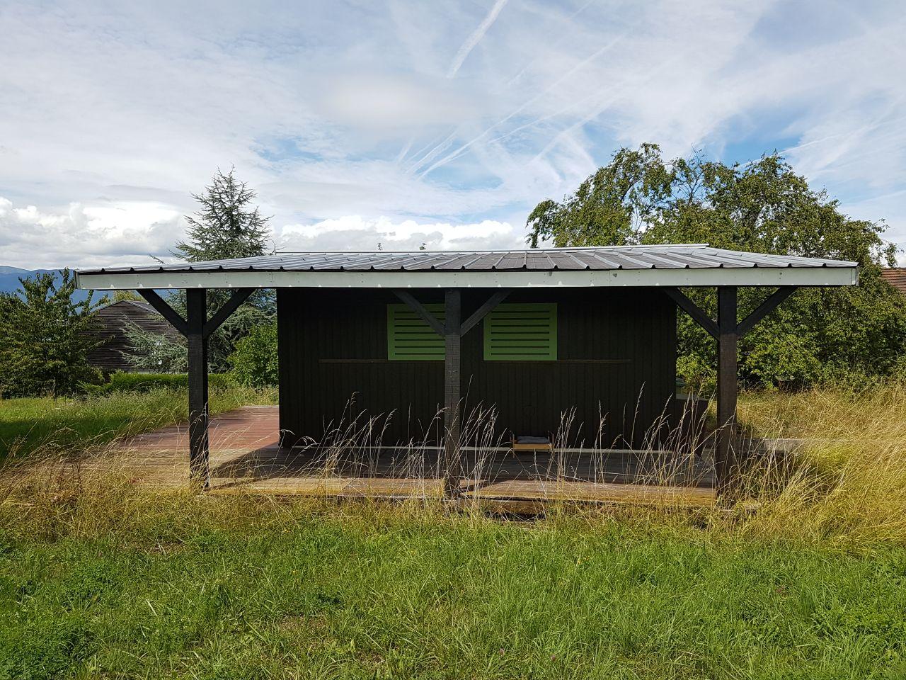 La cabane, au fond du jardin.