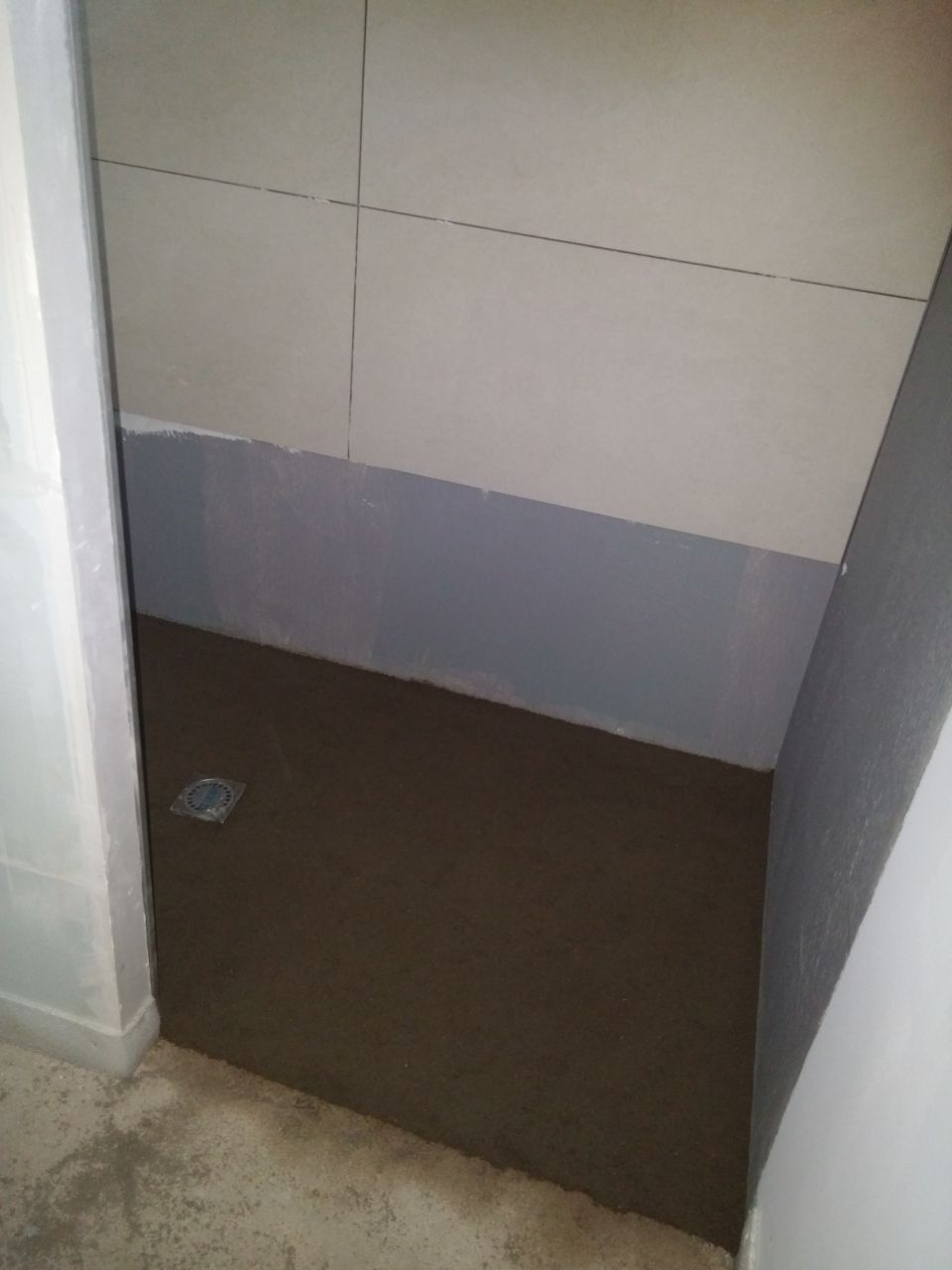 pose des faiences murale dans la douche (45x90)  <br /> ERGON stone project de chez Tarento