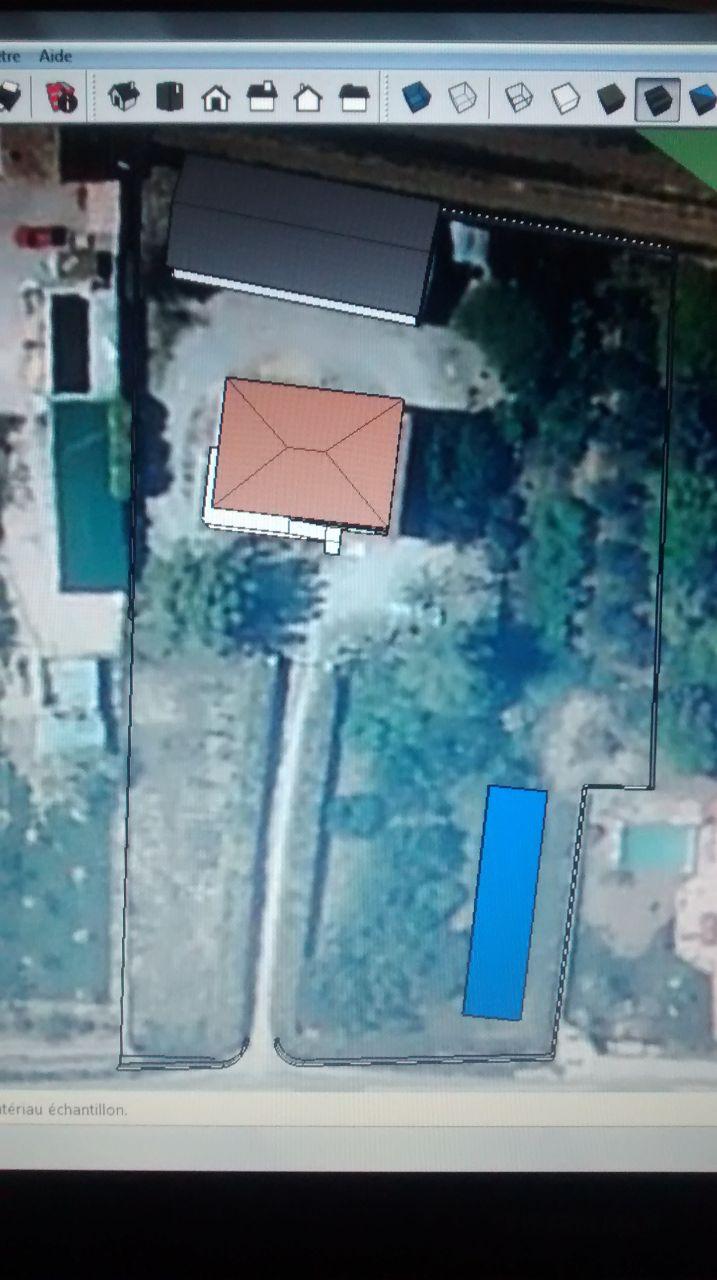 Vue a&eacute;rienne du terrain. <br /> En bleu, l'emplacement envisag&eacute; pour le champs d'&eacute;pandage de notre assainissement.