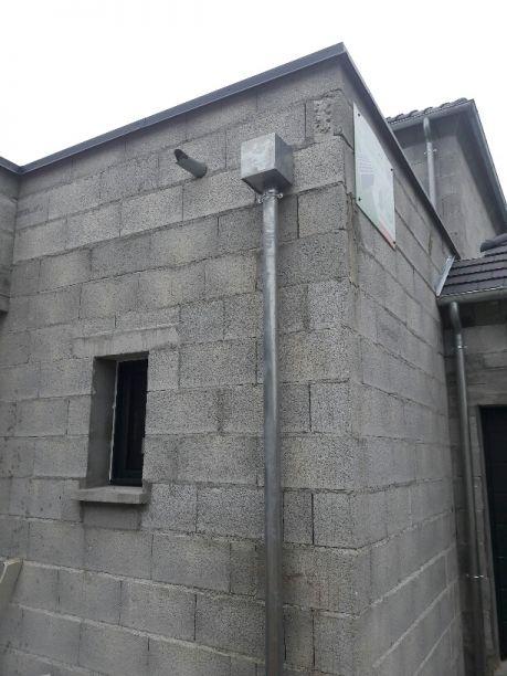 """Gouttière du toit plat avec au dessus l evacuation du trop plein...en cas """"d urgence"""""""