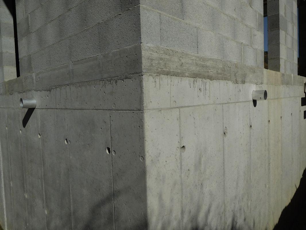 Les fourreaux alu. Ils sont nécessaires à l'étancheur pour qu'il puisse souder sa membrane dessus.