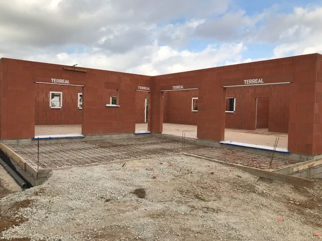 Préparation terrasse et pose des grille de ventilation du vide sanitaire