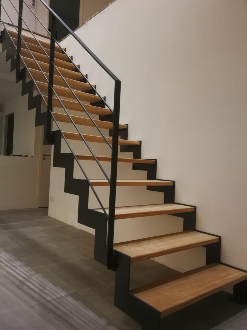 Escalier Gamme THEP de chez SteelMetal (56) (Entreprise de Fabric Métal) - Droit et hauteur de marche à 19,5cm // + Passerelle
