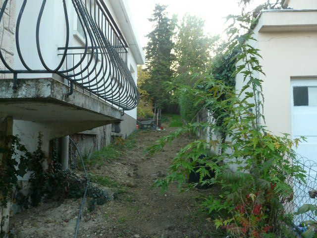 Désherbage côté nord jardin