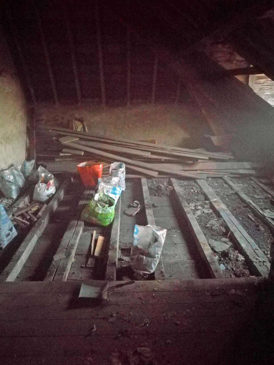 Démontage plancher grenier