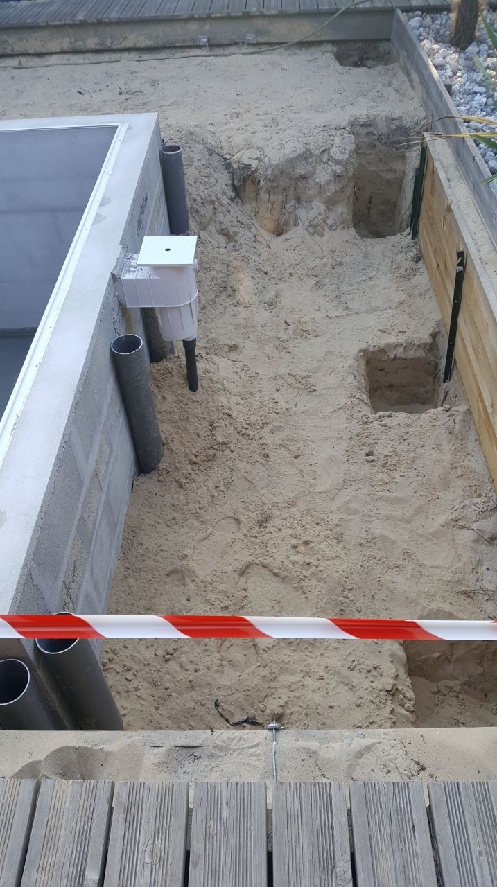 Jour 11 : Mise en place des plots pour la terrasse.