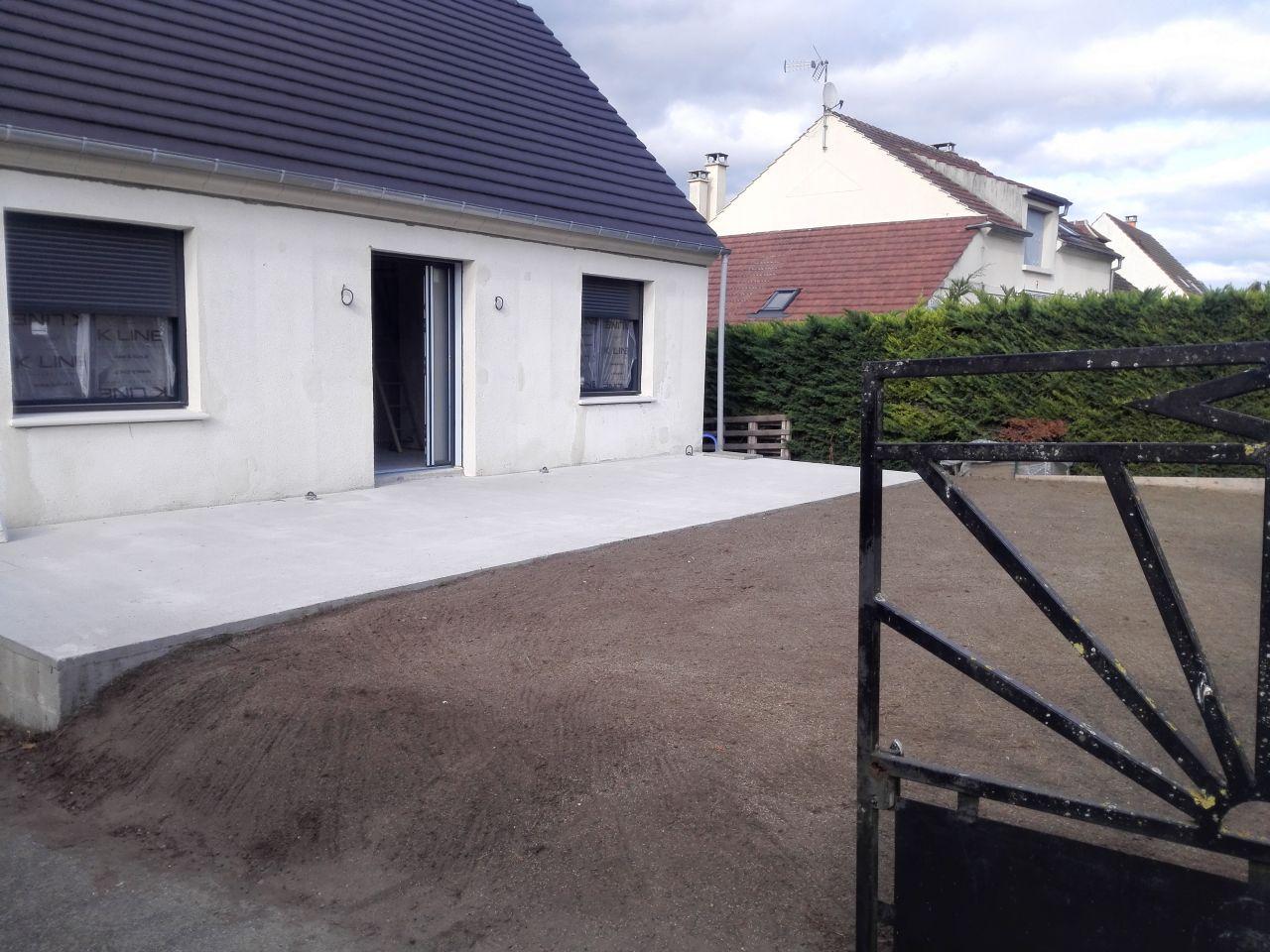 Terrain devant la maison