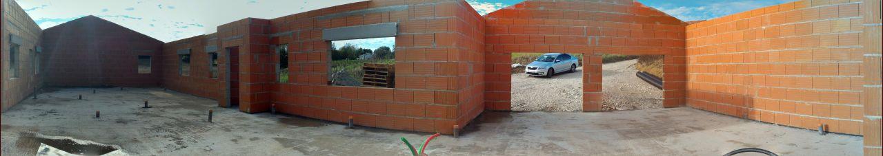 Finition des murs et pignons en attente de la charpente!
