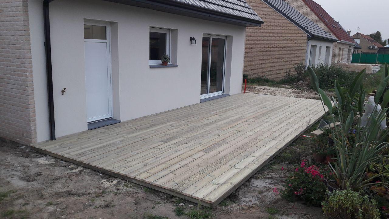 Terrasse avant reprise en SAV (pas de planches de finition sur le tour, et dimensions à revoir)