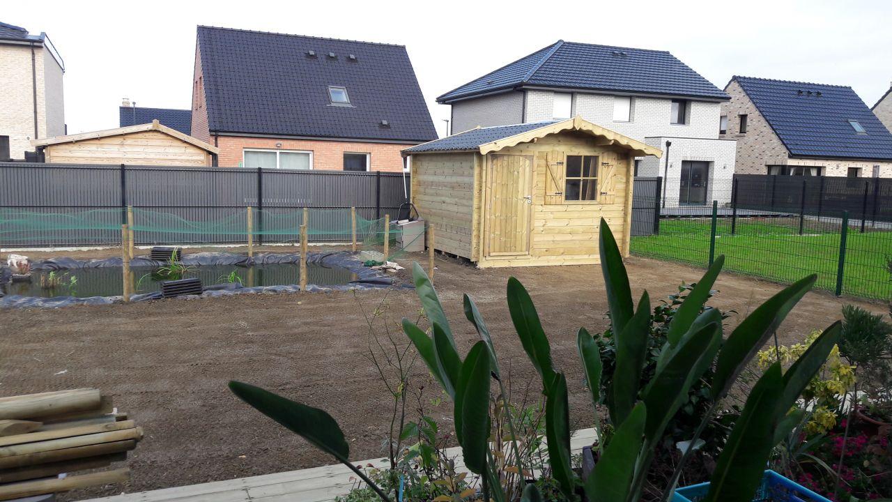 Abri de jardin 3 X 3 et nivellement / engazonnement du terrain