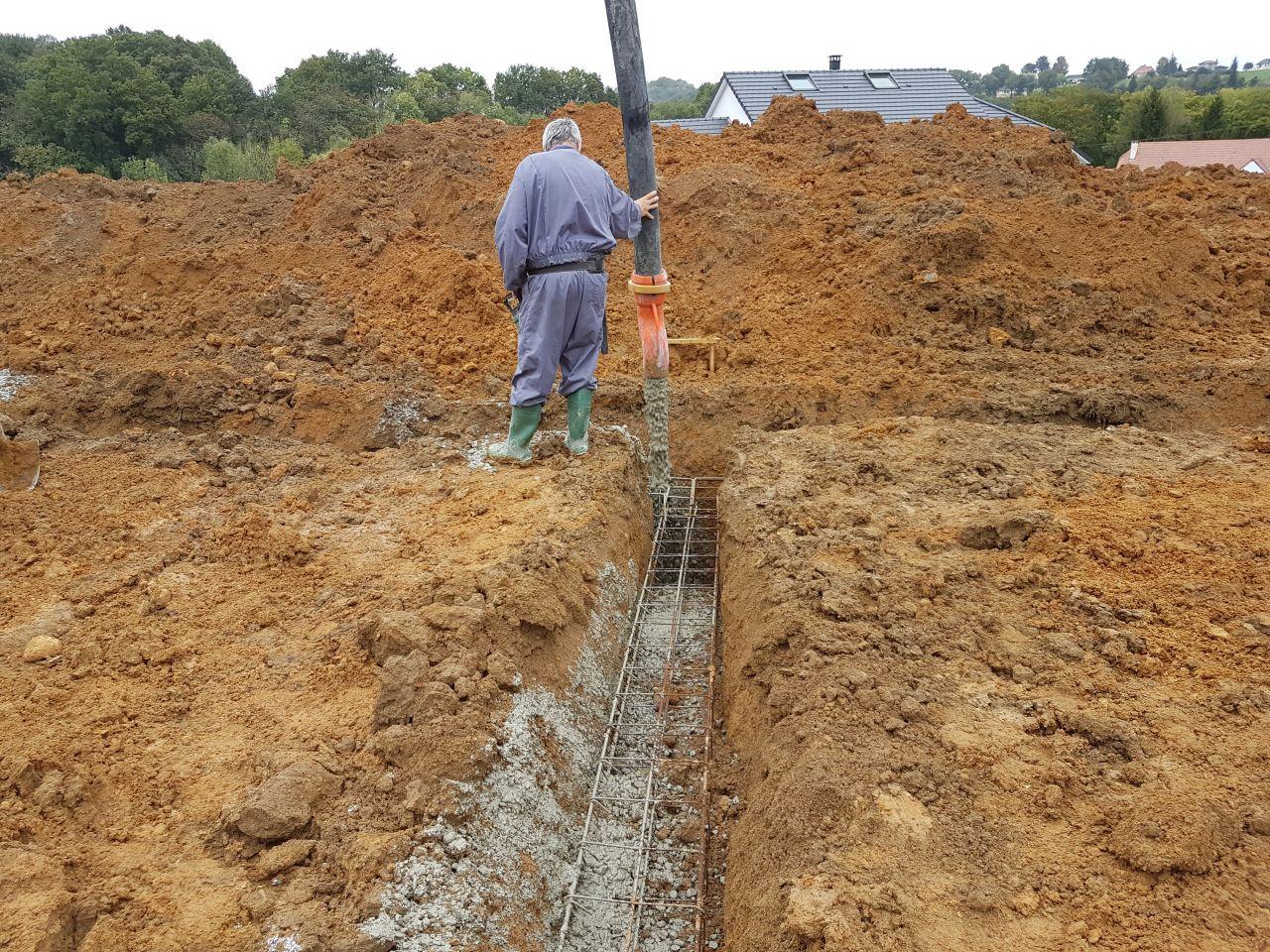 coulage béton pour les fondations avec la pompe