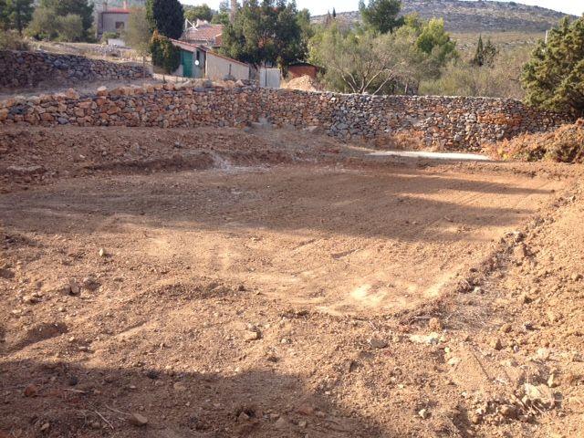 Terrassement pour l'implantation de la maison.