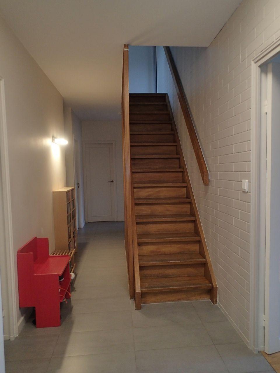 Couloir bas+ escalier avec peinture finie