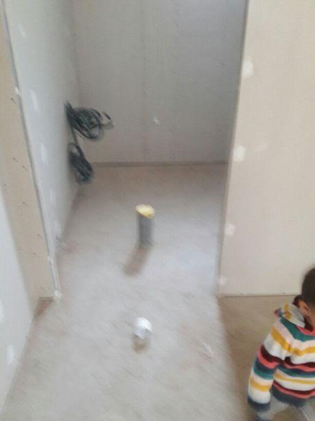 Après la pose des cloisons intérieures, ...le tuyau d'evacuation de la machine à laver se rélève être au milieu d'une porte !!!