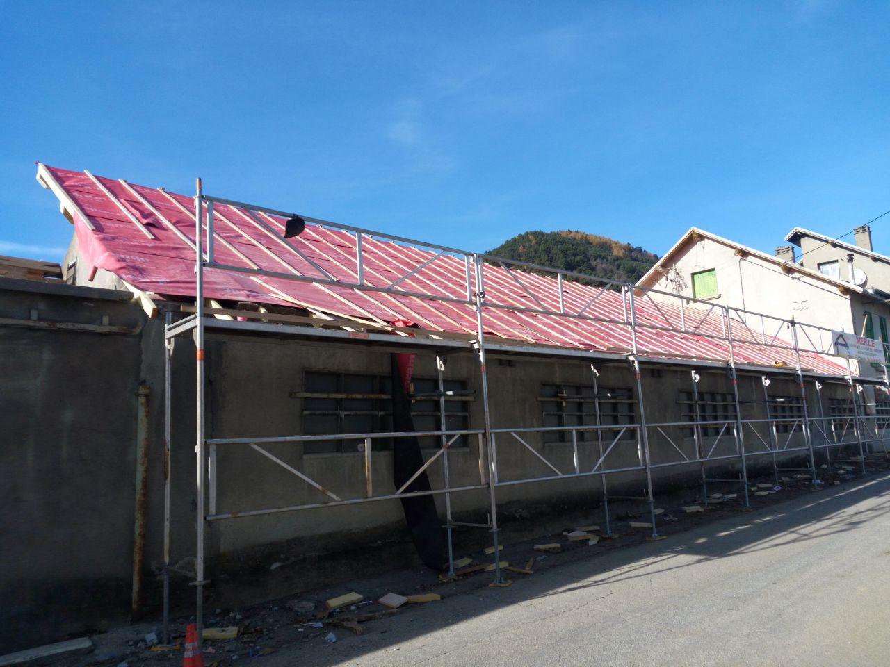 travaux de toiture en cours - face est côté rue