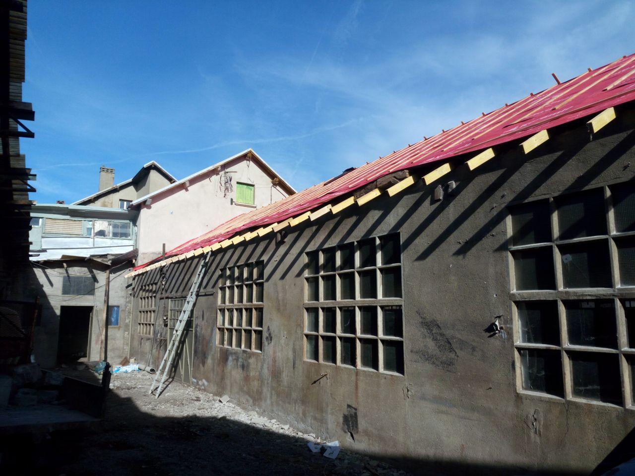 travaux de toiture en cours - face ouest côté cour