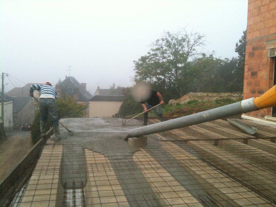 Pose des poutrelles tripl es en une port e de 8 2m coulage de la terrasse - Recouvrir une terrasse ...
