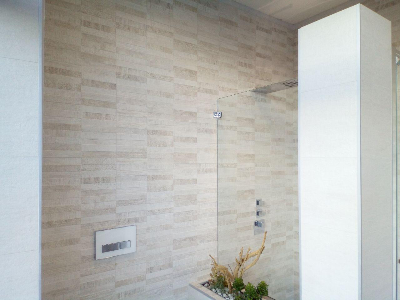 Deuxième faïence salle de bain qui sera sur le mur dernière la future baignoire