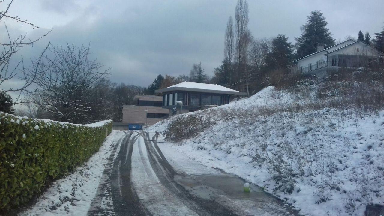 Chemin d'accès avec la neige