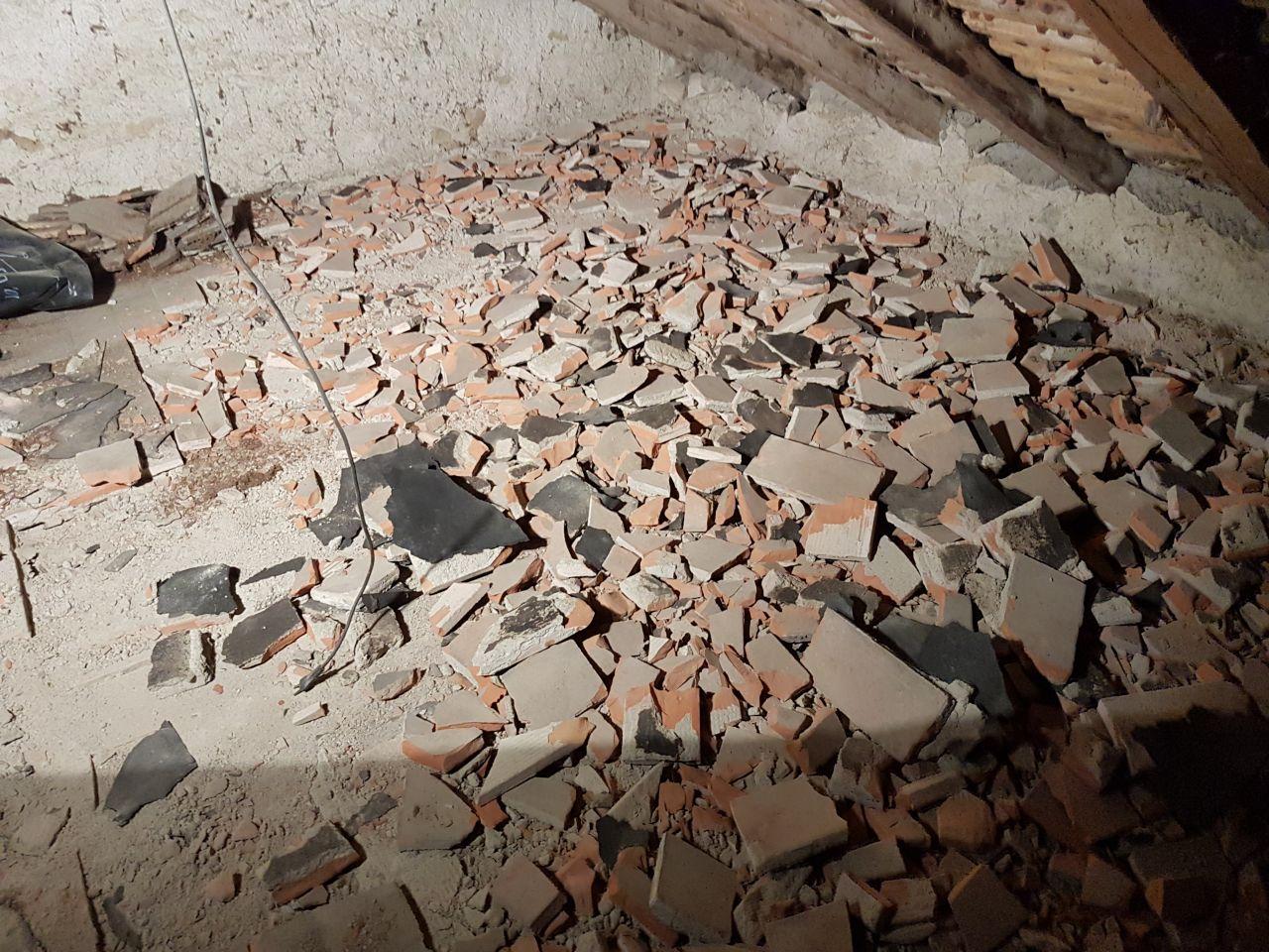 sol en briques dans les combles