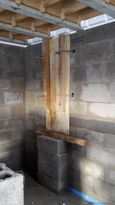 Coffrage au niveau de la jonction du mur du garage et du mur du séjour (en perpendiculaire)