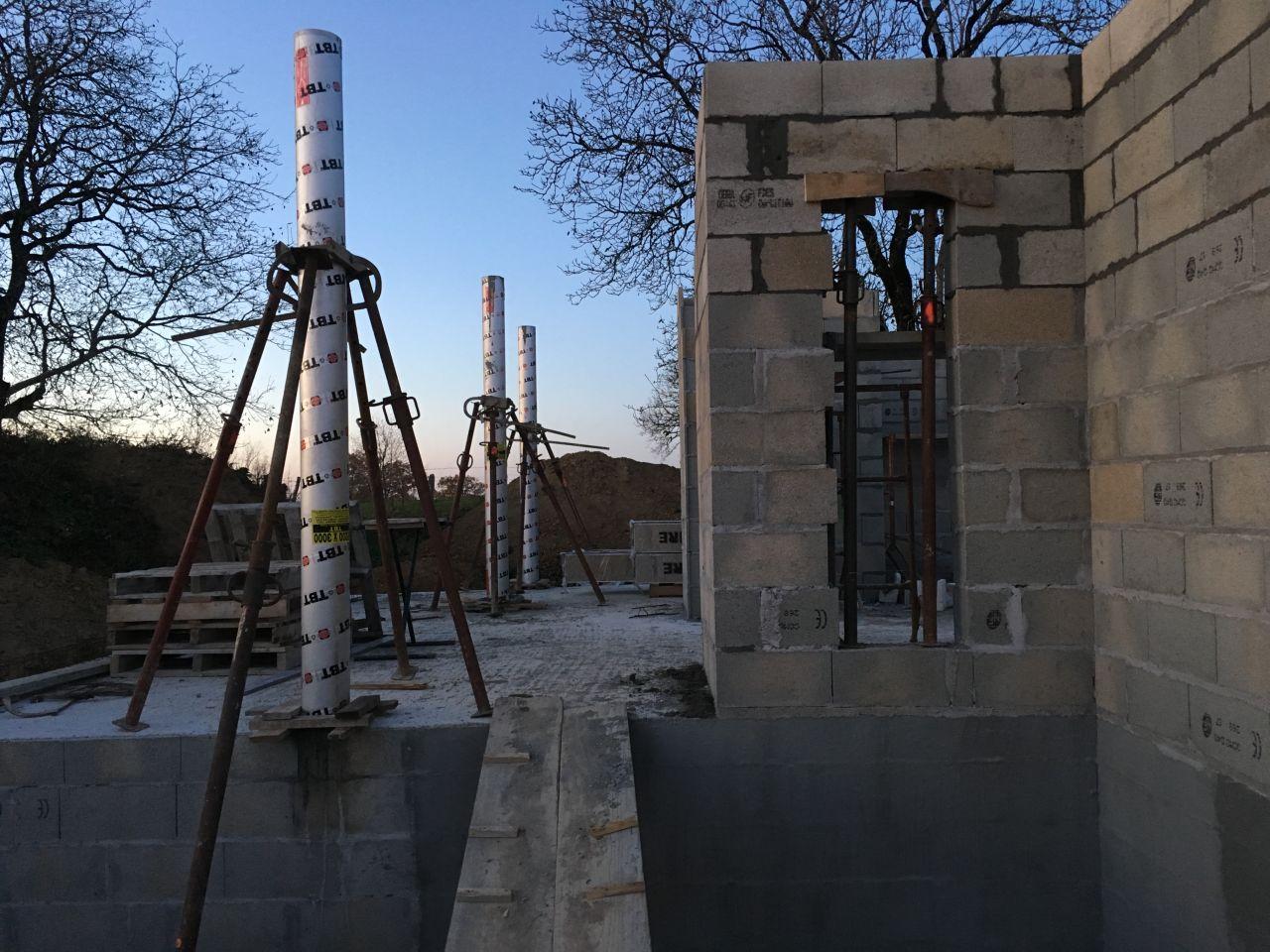 Coulage des poteaux de la terrasse