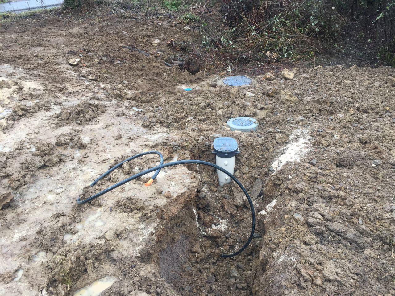 Compteur d'eau et branchement plaque tout a l'égout posé. Que d'attente !!