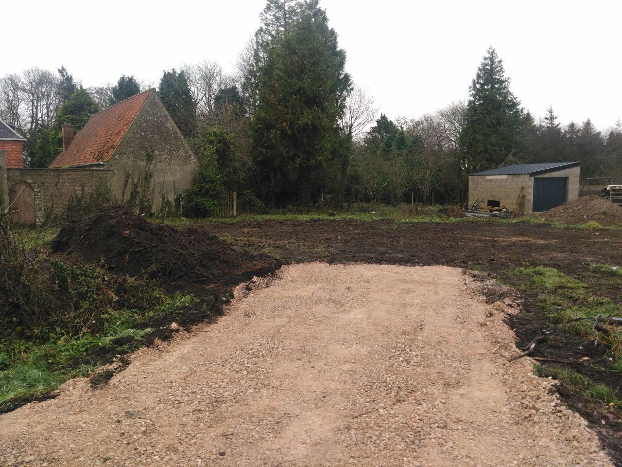 Accès chantier réalisé et dessouchage des arbres