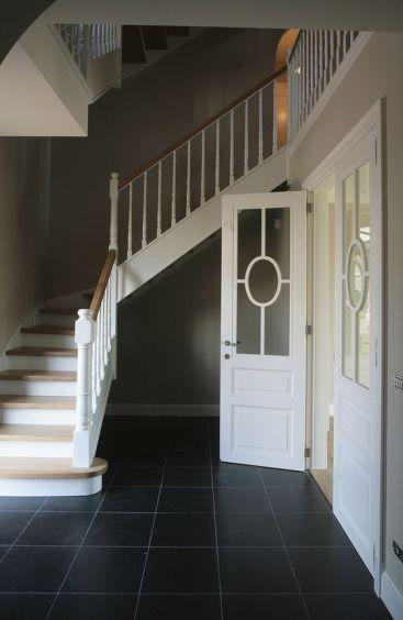 Style cottage en chene avec palier laqué blanc + bois