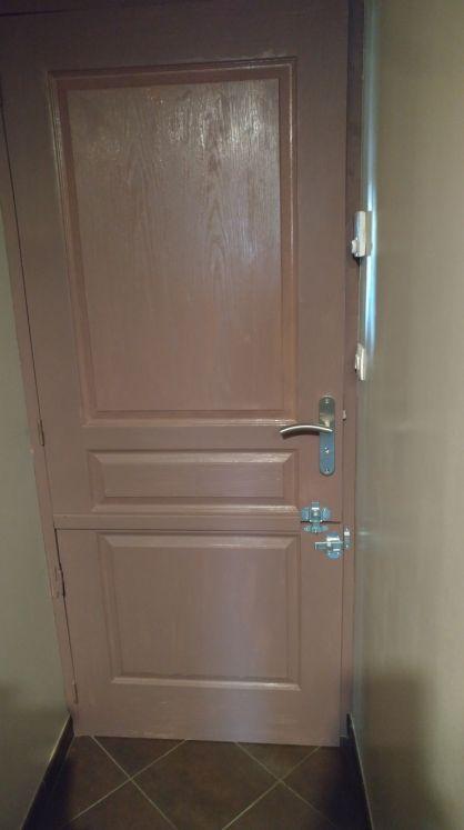 porte intérieure postformée modifiée en porte fermière (pour bloquer le toutou, enfants....)
