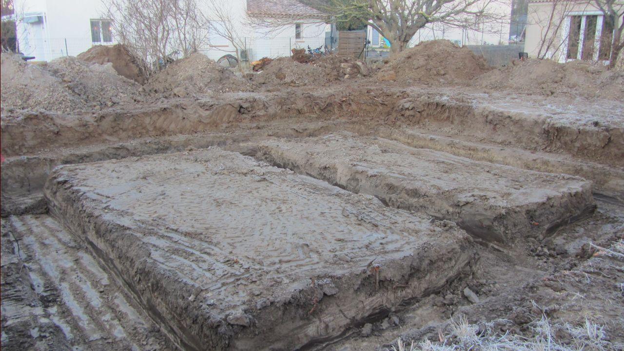 Largeur des fondations (87cm) <br /> Profondeur 1.2m