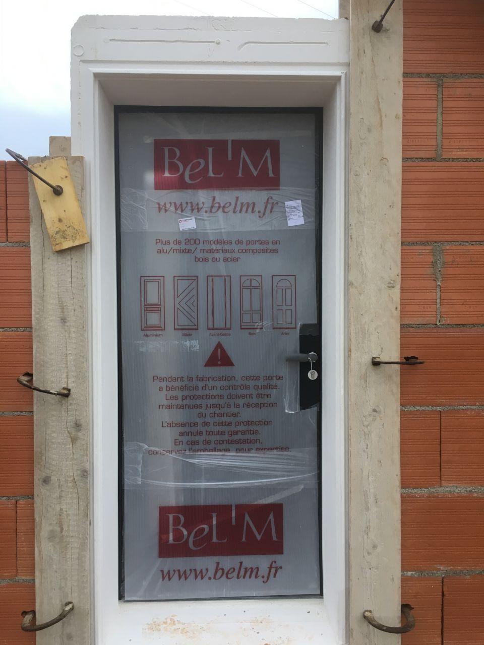 Porte d'entrée en alu <br /> Marque : BEL'M <br /> Modèle : ALBE <br /> Lien : www.belm.fr/porte-entree-albe