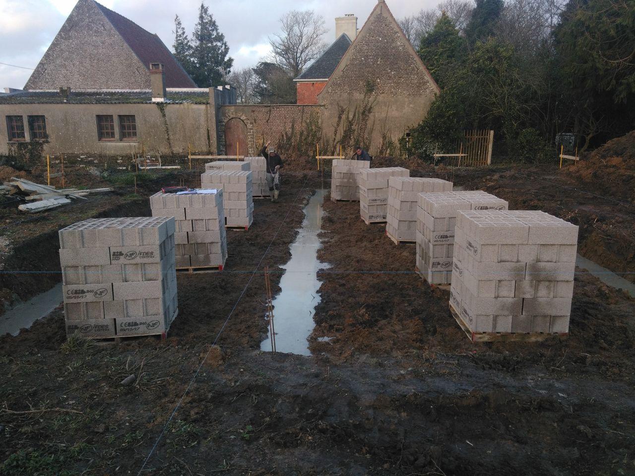 Les fondations en cours.