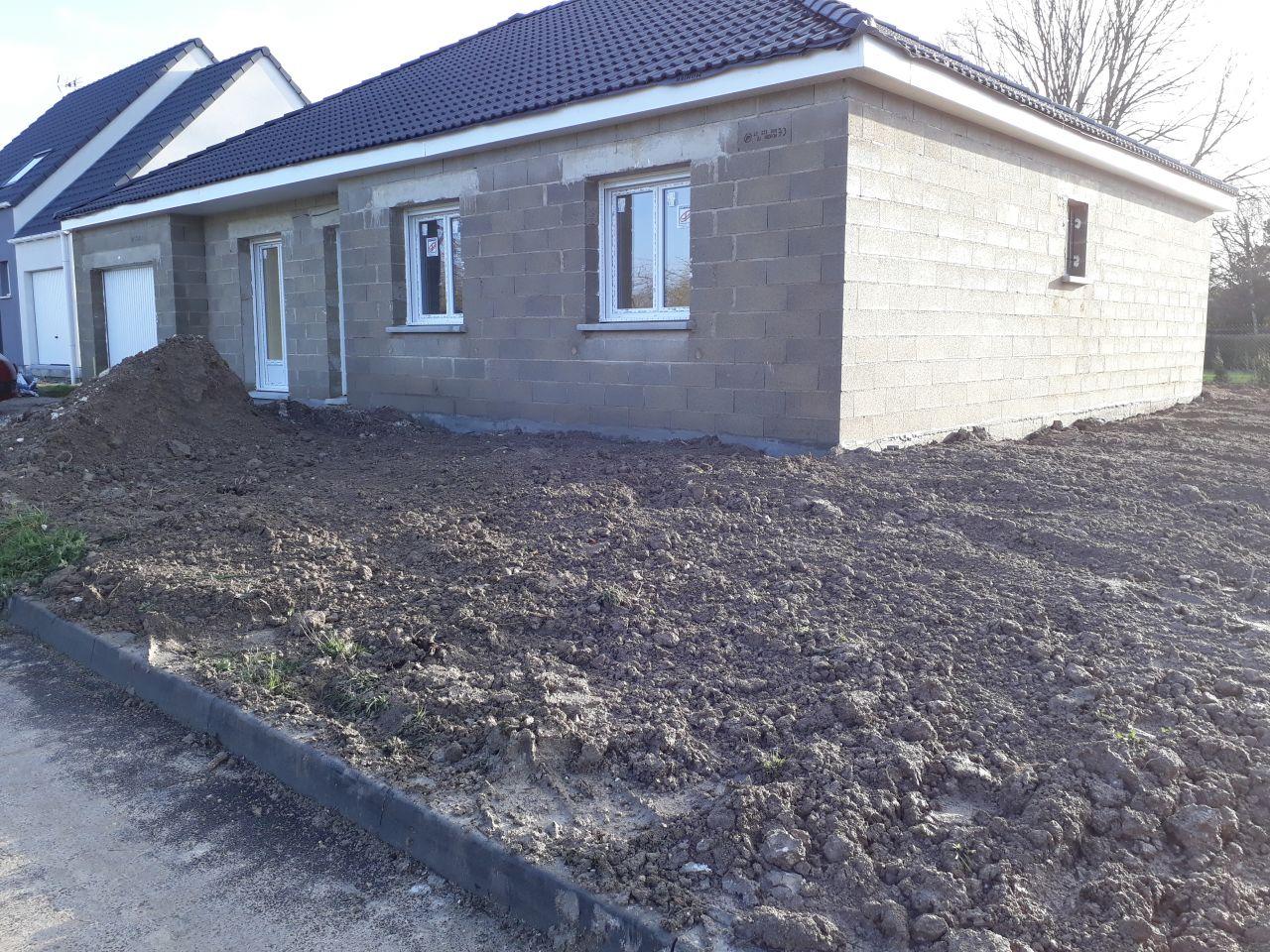 Le remblais est fait et le terrain a été nettoyé.