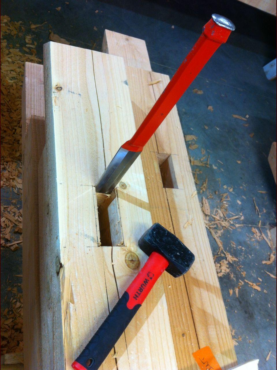 Taillage des mortaises au ciseau à bois