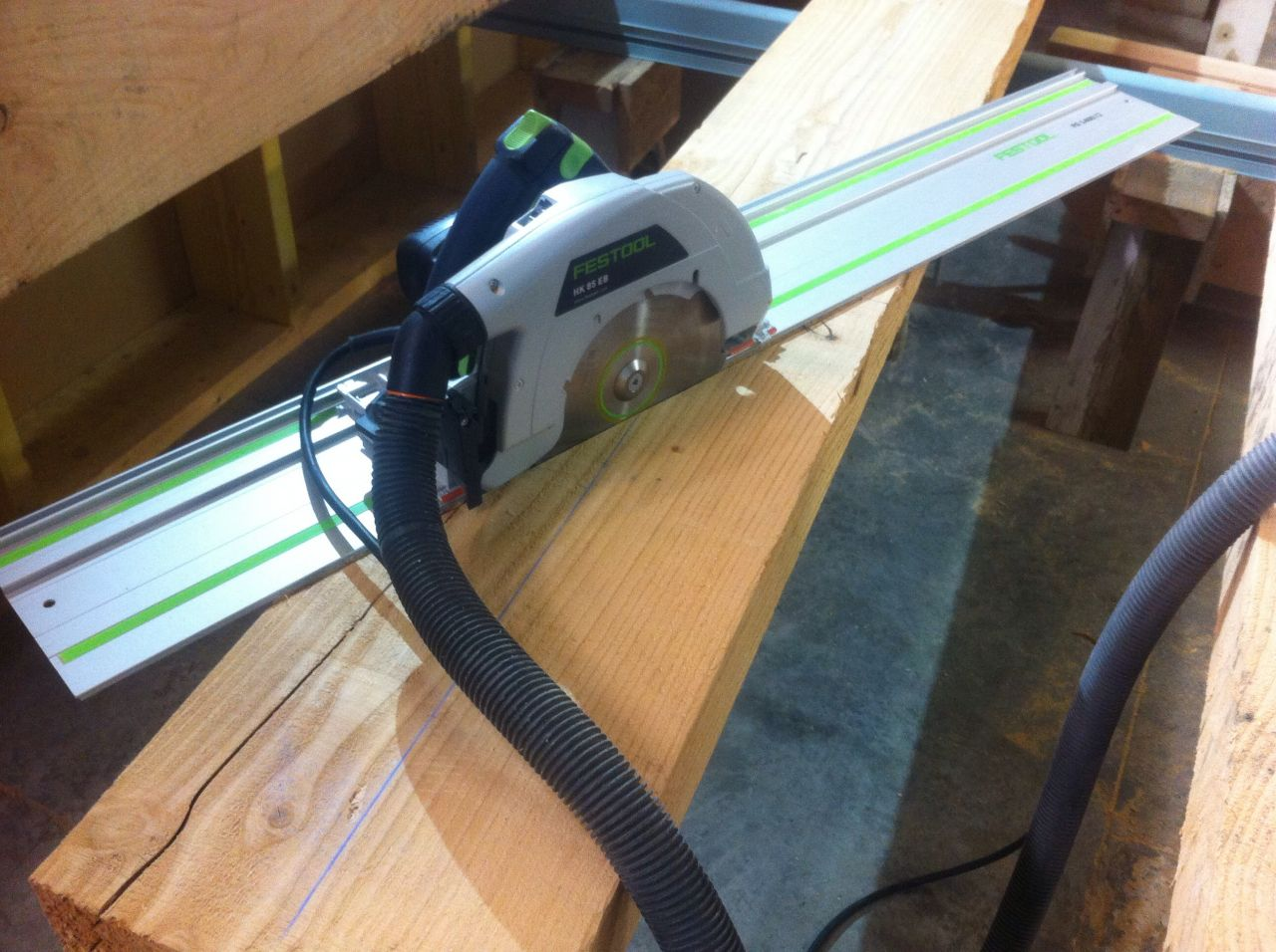 On coupe le maximum à la scie circulaire (Festool HK85)