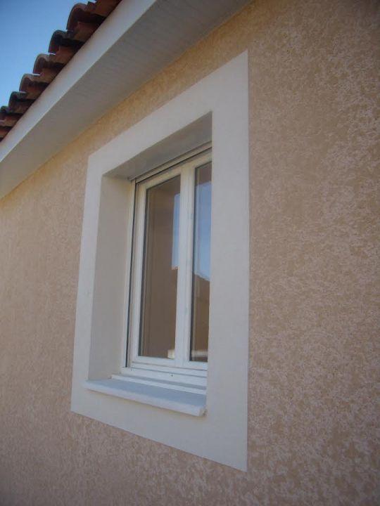 L'appui fenêtre choisi : béton blanc.
