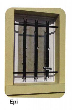 Les grilles de protection choisies : épi. On les peindra en blanc ou en lavande (couleur des volets).