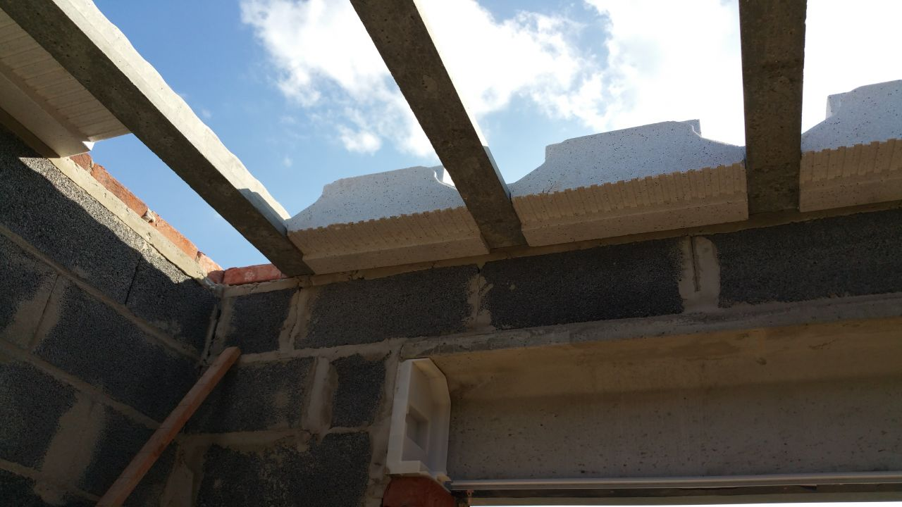 Linteaux pour la dalle de l'étage et isolant thermique