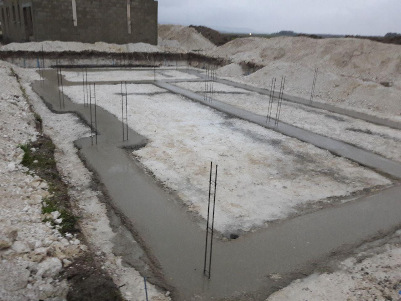 Fondations coulées (sous la pluie)