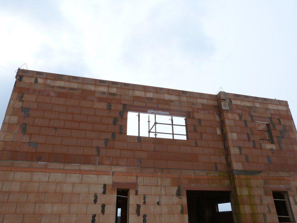 Fin de la seconde élévation de l'étage en façade