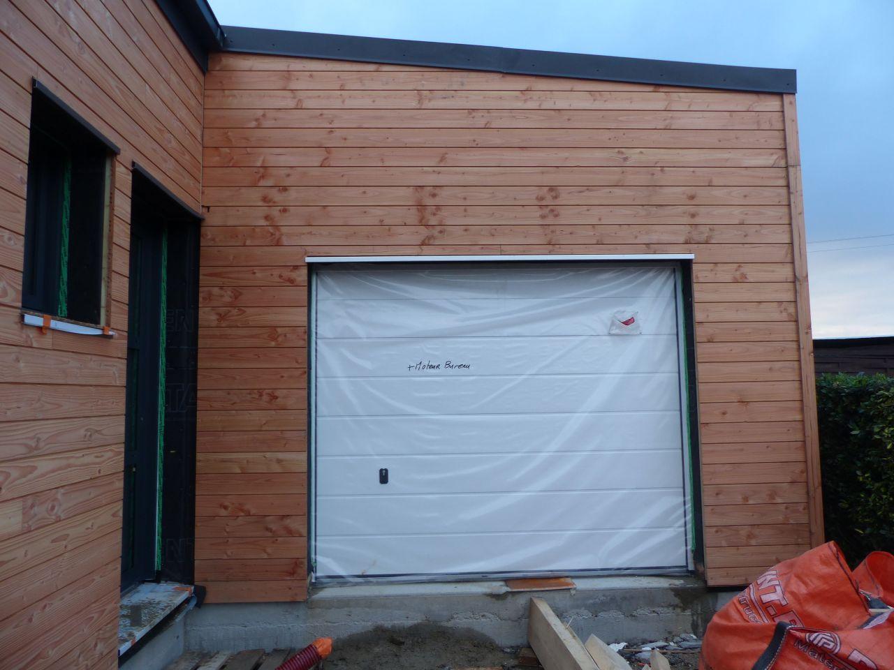 Porte de garage tout juste posée